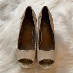 Toms wedges in beige and size 9 shoes